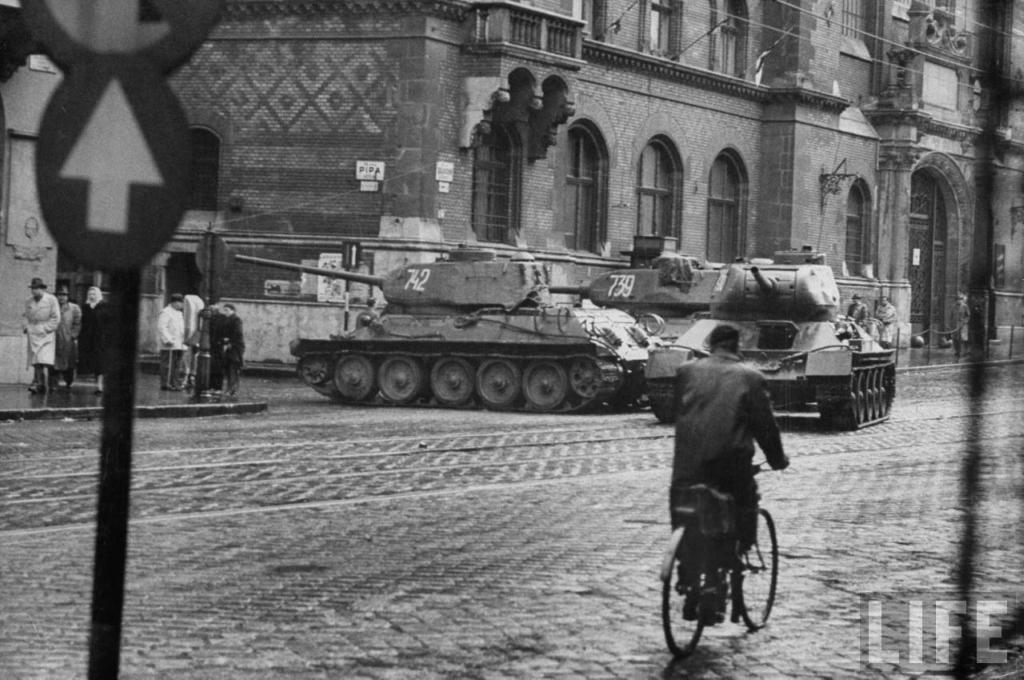 Ввод советских войск в венгрию фото