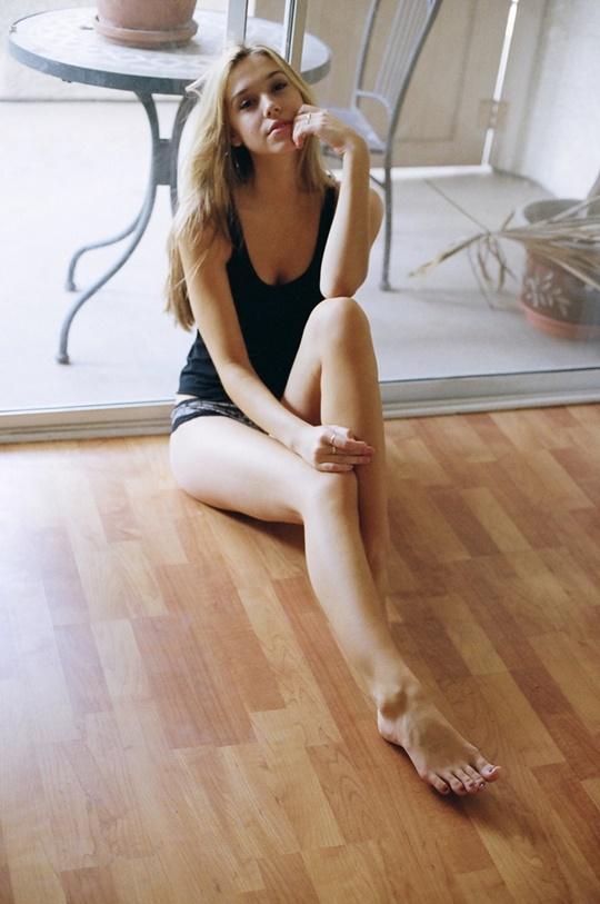Красивые фотографии молодой модели Алексис Рен 0 14237b bc14c6e5 orig