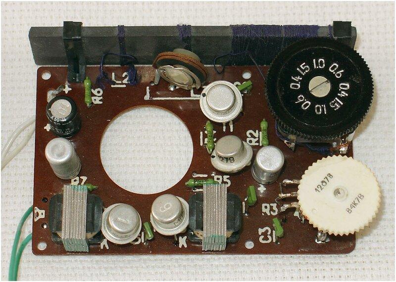 Вот примерно так выглядел мой первый радиоприемник.  И тут все началось.