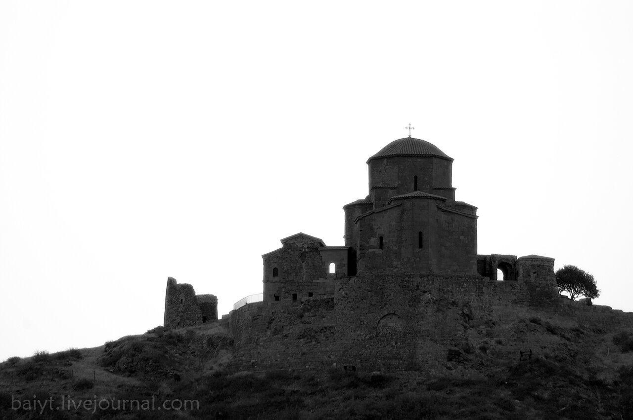 Монастырь Джвари на рассвете. Вид из Мцхеты