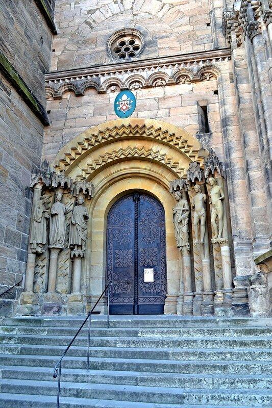 Дверь в собор Adamspforte