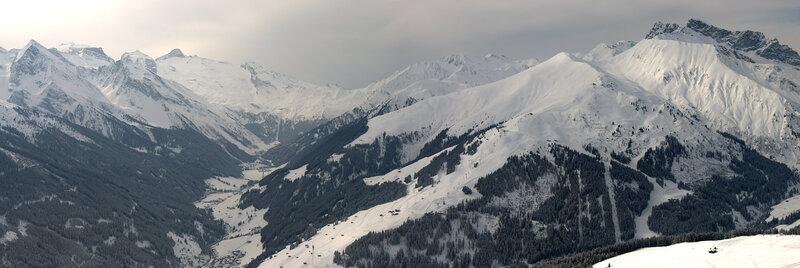 Вид с зоны катания Расткогель на Эггальм и Хинтертукс