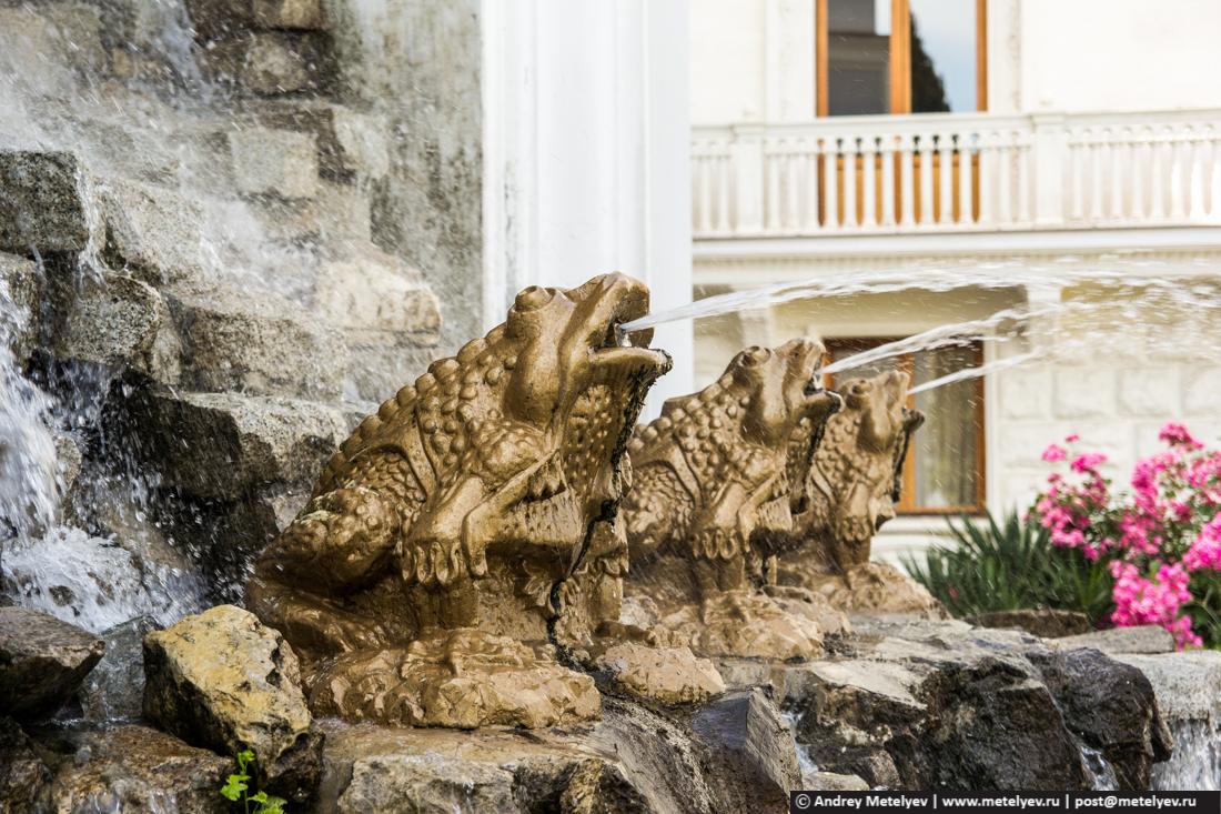фонтан из жаб