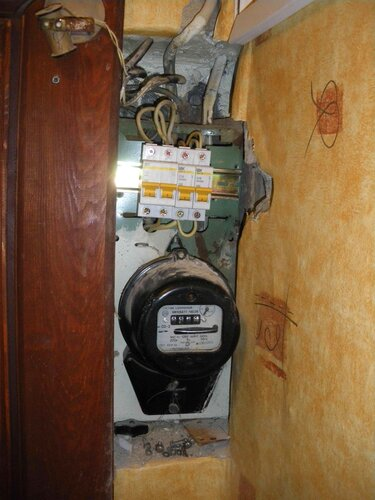 Фото 5. Замена пакетного выключателя на двухполюсный автоматический выключатель, а групповых ПАР - на однополюсные автоматические выключатели.