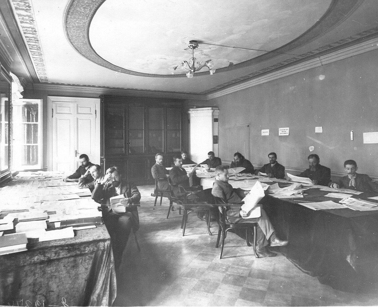 Группа депутатов Третьей Государственной думы в читальном зале Таврического Дворца