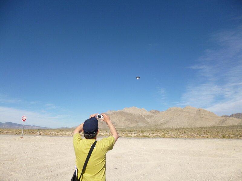 НЛО над зоной 51 около городка Рэйчел, штат Невада, США 8 ноября 2012 года