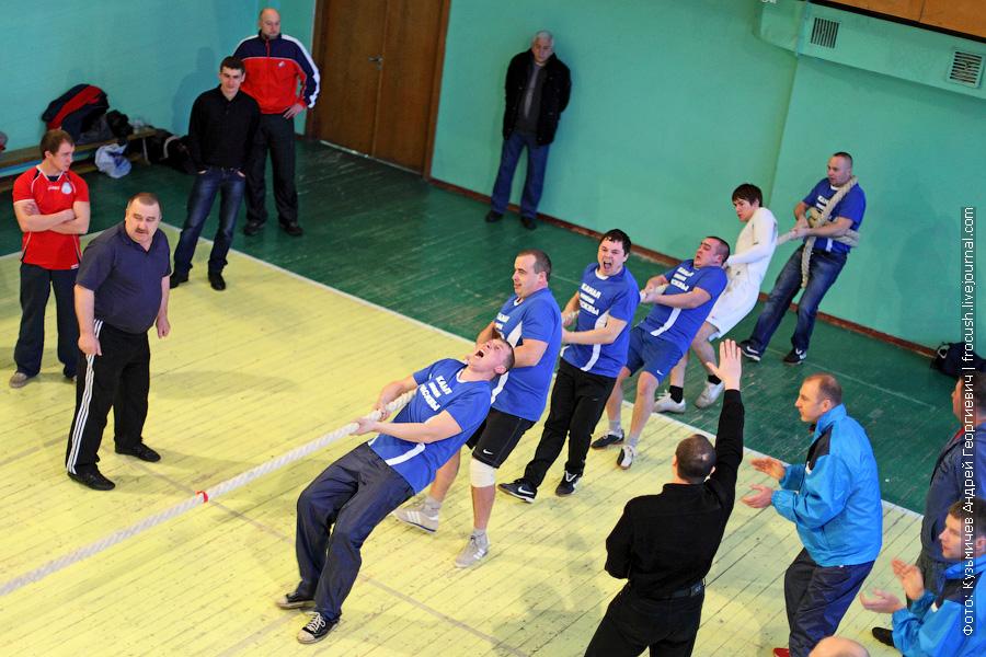 Команда по перетягиванию каната «Канал имени Москвы - 1» весит 580 кг