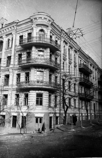1947-1948. Дом на углу улиц Заньковецкой и Энгельса (ныне улица Лютеранская)