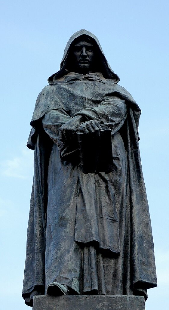 Джордано Бруно (1548-1600), бронза, автор Этторе Феррари, Рим. Bronze statue of Giordano Bruno by Ettore Ferrari (1845-1929), Campo de' Fiori, Rome