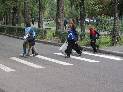 ГАИ начинает традиционную акцию 'Внимание — дети!', с 25 августа водители должны двигаться с включенным ближним светом фар