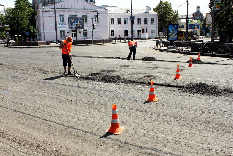 Ремонт дороги на Арсенальной площади