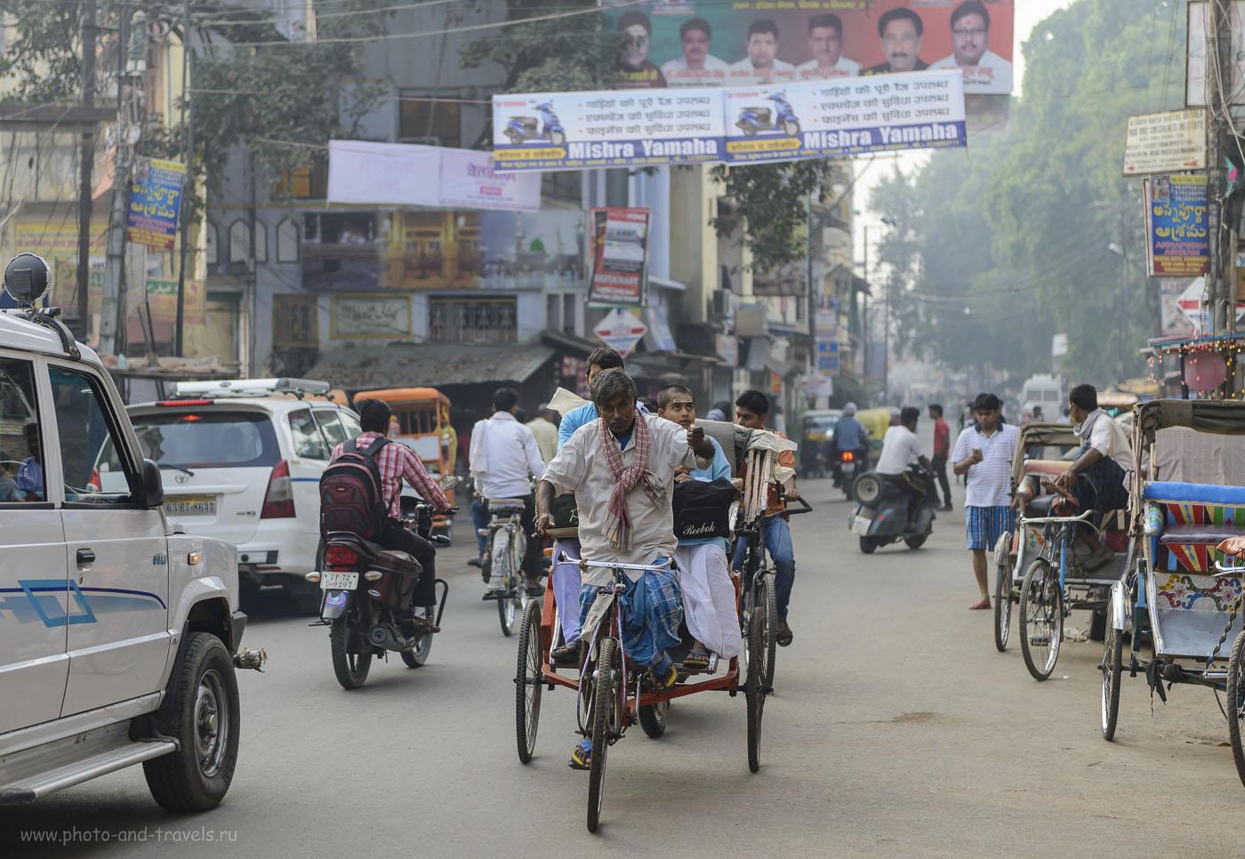 Фото 1. Отзывы туристов о самостоятельной поездке в Индию. Велорикша на улице в городе Варанаси. Камера Nikon D610. Объектив Nikkor 24-70/2.8. Настройки фотоаппарата при съемке: выдержка 1/800 секунды, диафрагма f/2.8, ISO 250, фокусное расстояние 70 мм.