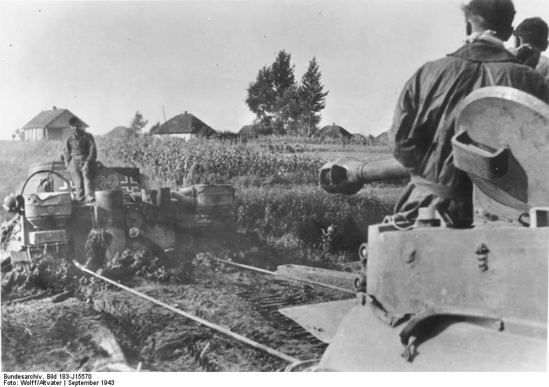Russland, Bergung eines Panzer VI (Tiger I)
