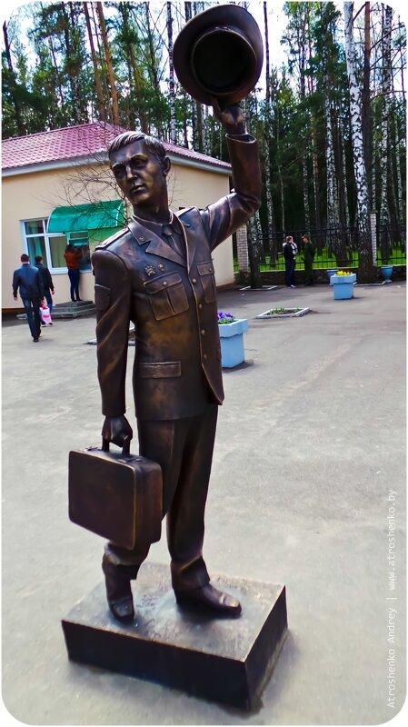 памятник в военной академии