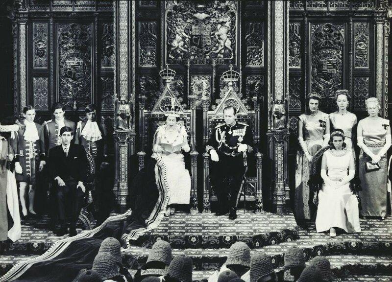 Ее Величество Королева Елизавета II, Его Королевское Высочество Герцог Эдинбургский, принц Чарльз и принцесса Анна Его Королевское Высочество на церемония открытия парламента  ноября 1967 года