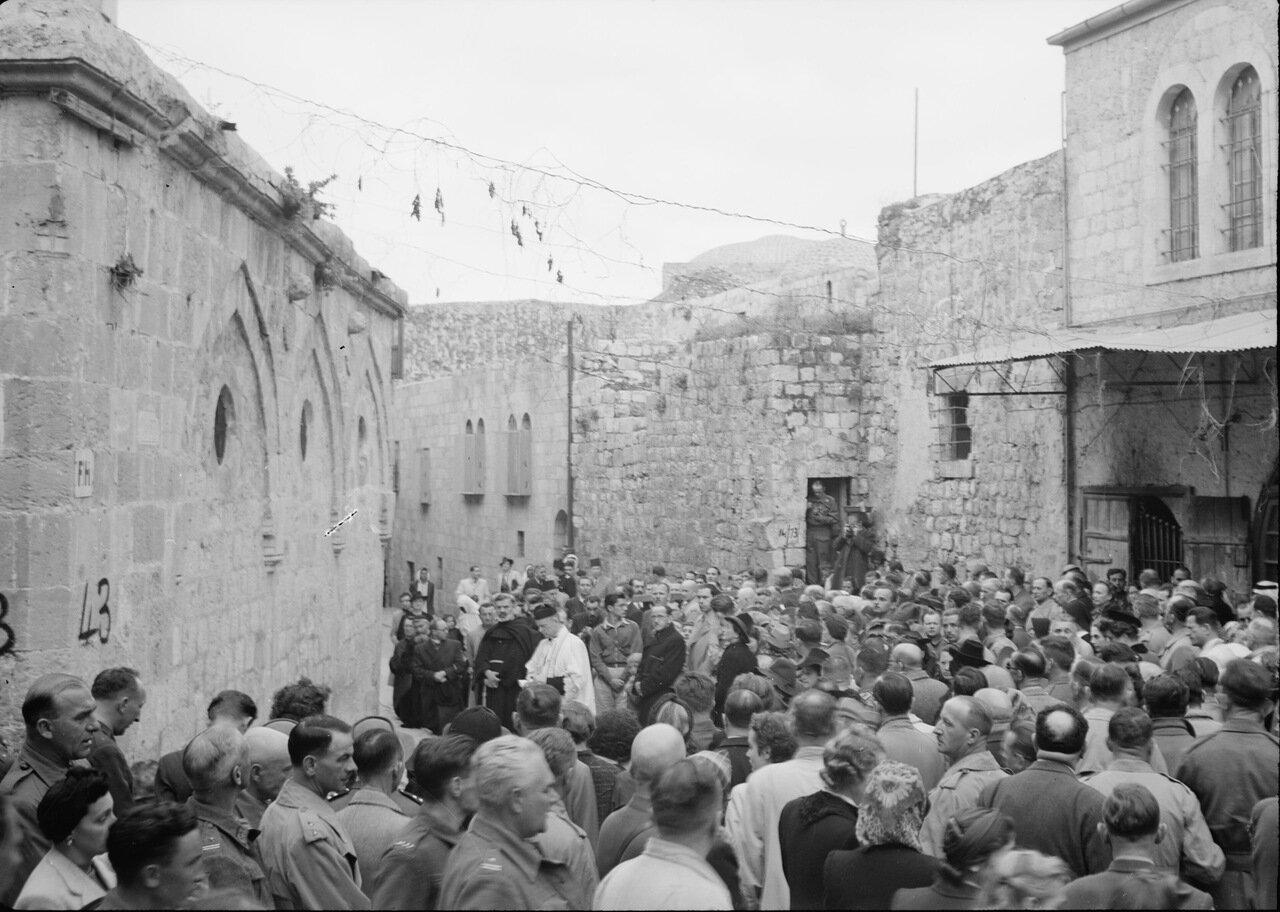Страстная неделя, апрель 1942 г. Третья остановка. Место первого падения Христа