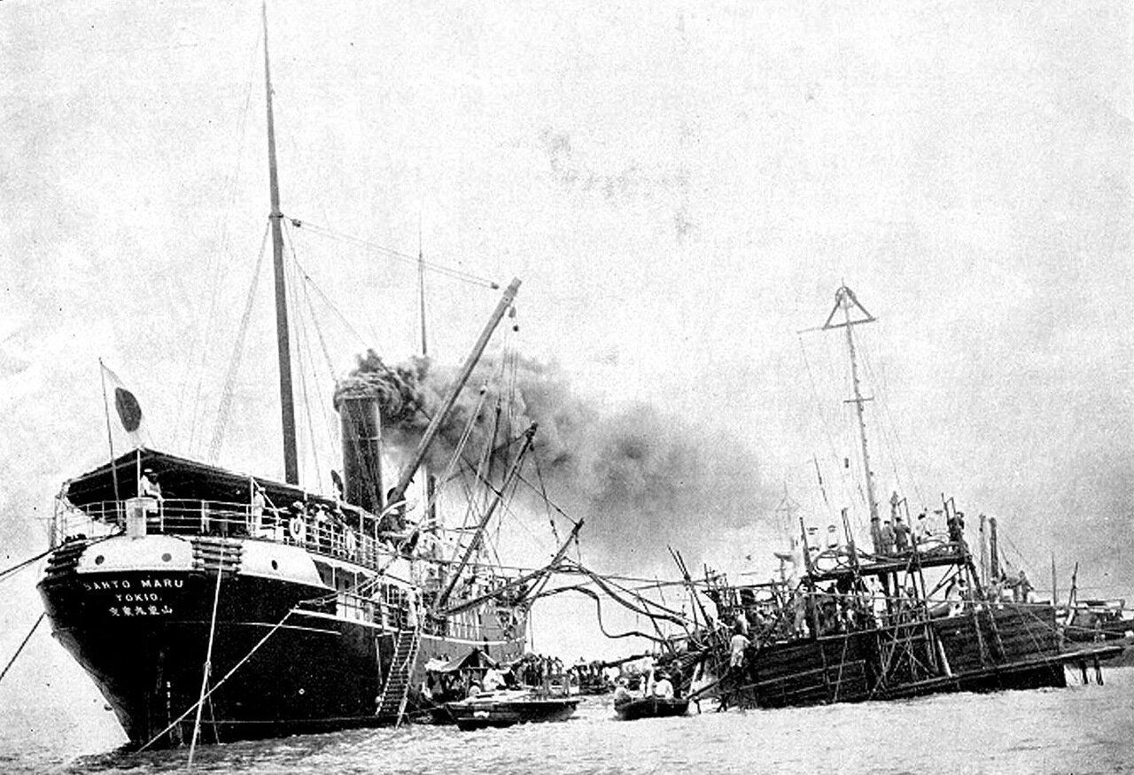 Подъём японцами затопленного в Чемульпо крейсера «Варяг», 1905 год.