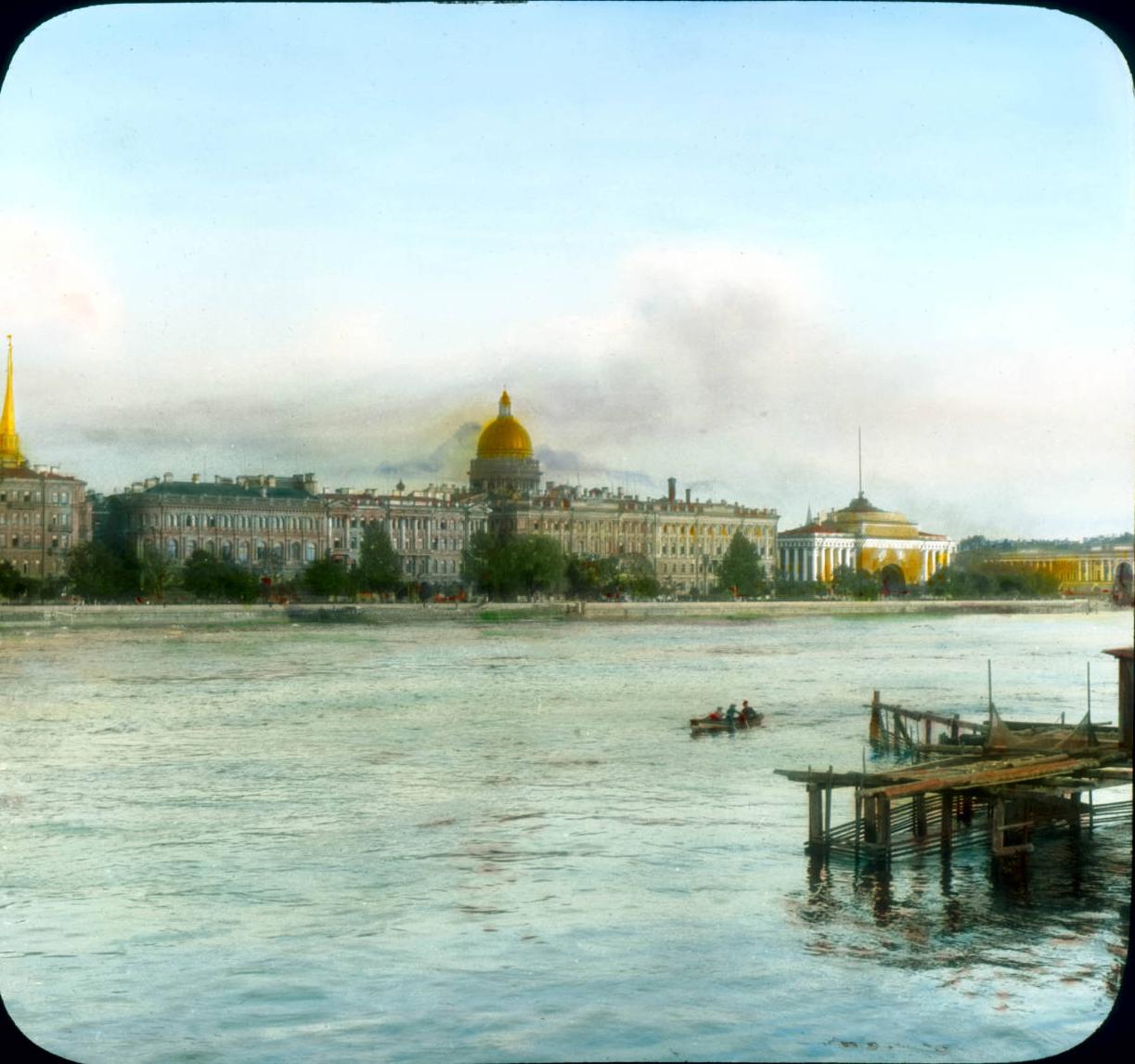 Санкт-Петербург. Панорамный вид на Неву и Исаакиевский собор