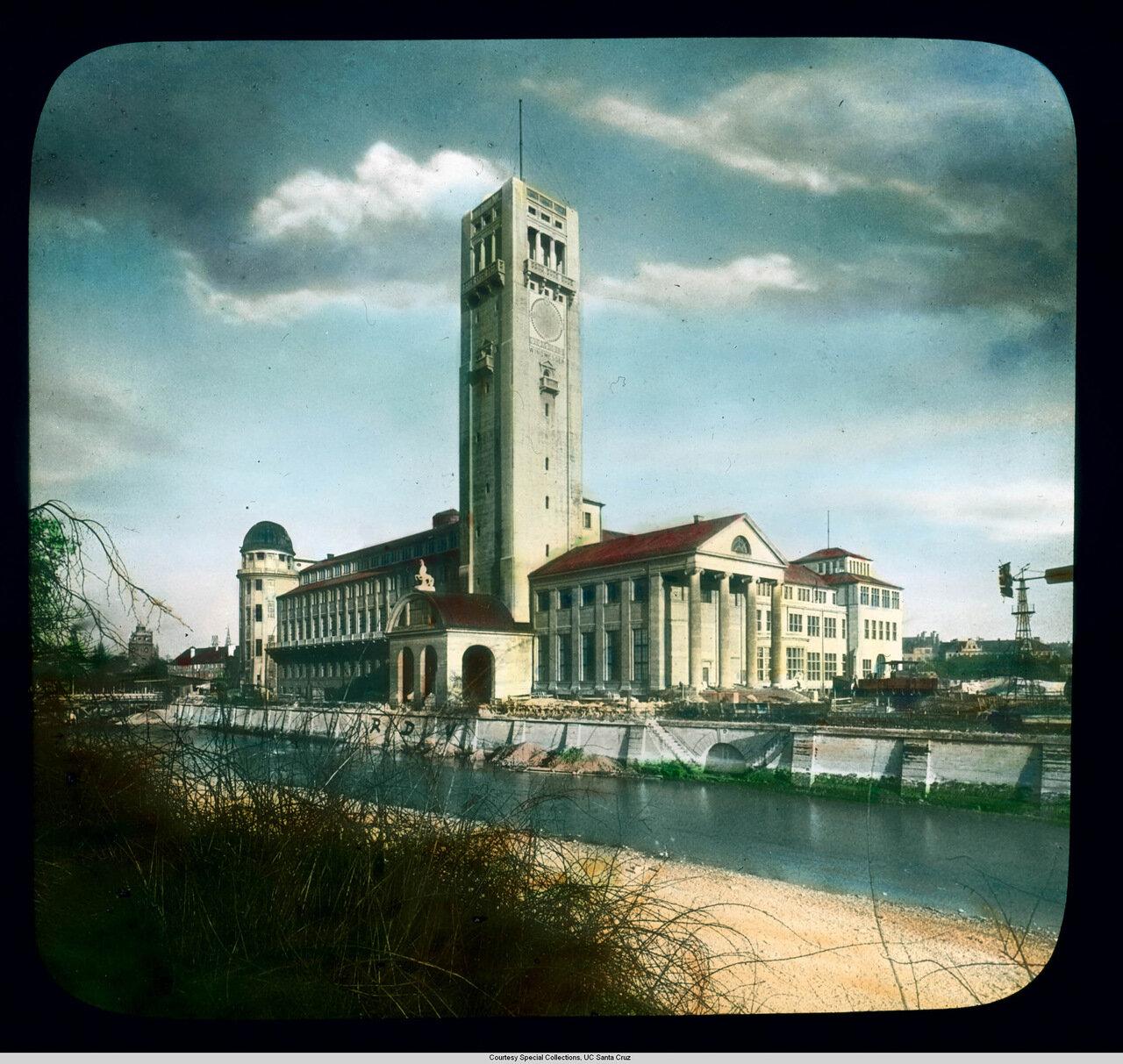 Мюнхен. Германский музей. Вид Музея на Музейном острове на реке Шпрее