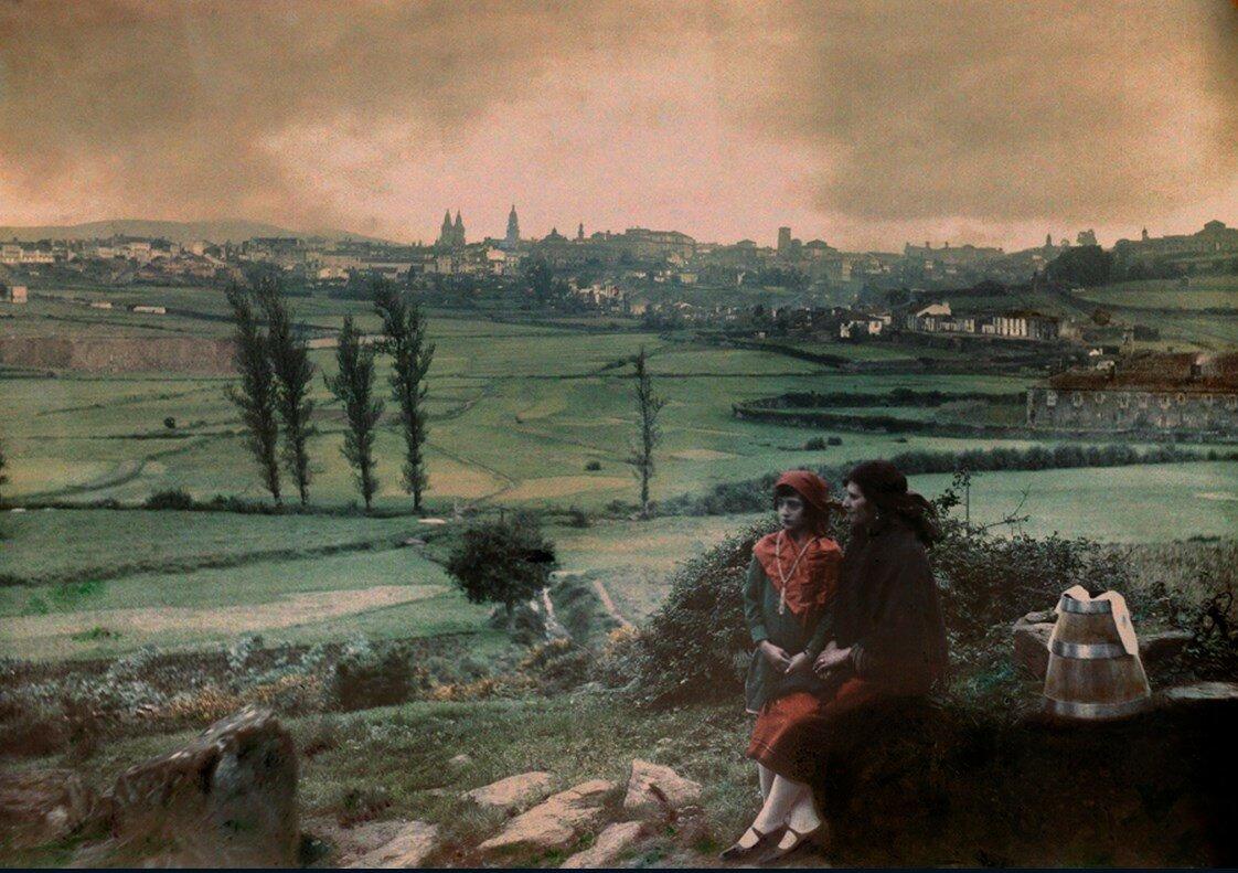 1929. Испания. Вид на город с места возле фонтана Санта-Мария в Сантьяго-де- Компостела