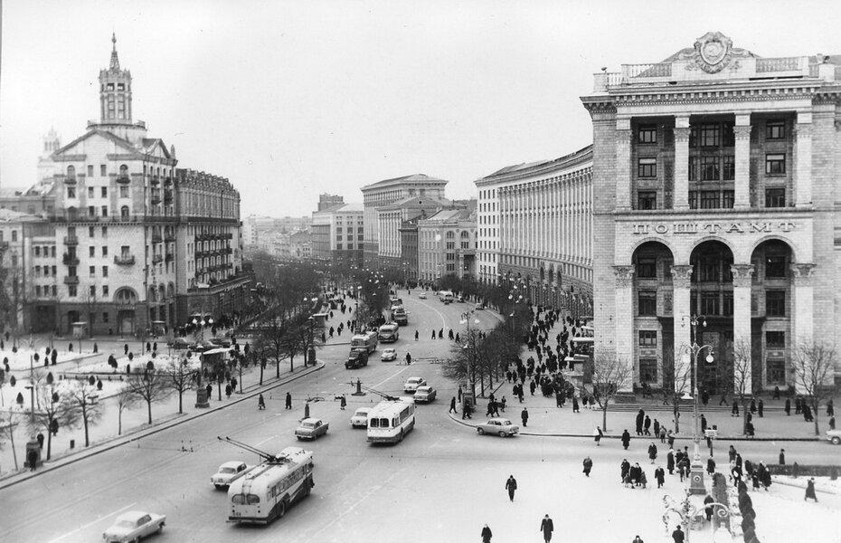 1960-е. Панорама Хрещатика от площади Калинина (теперь Майдан Незалежности). Фото: Мосенжник Ю.П.