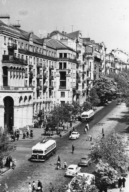1957. Угол улиц Красноармейской и Саксаганского