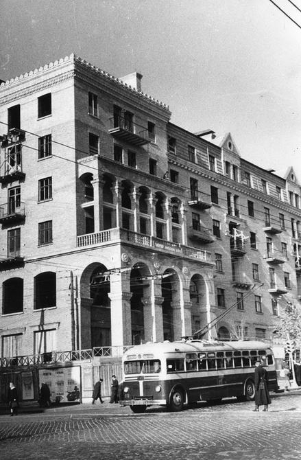 1952.10.15. Угол улиц Красноармейской и Саксаганского