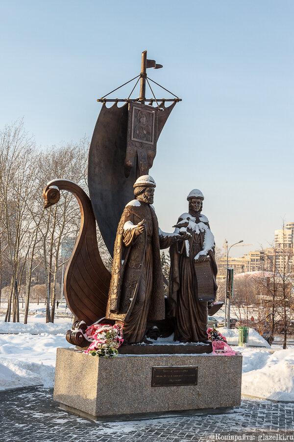 Екатеринбург. Памятник Петру и Февронье.