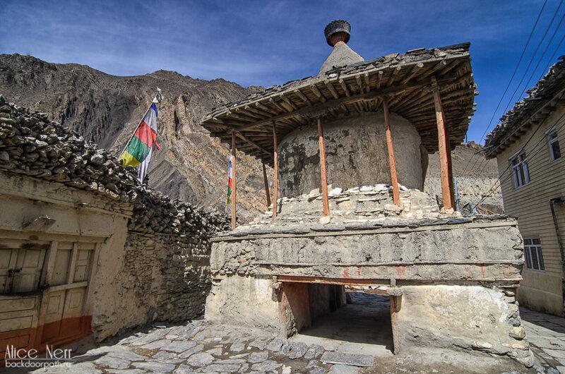 Ступа в Какбени, гималаи, непал