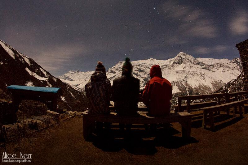 Гунунг, гималаи, непал, ночь, снежные пики, горы, люди смотрят на горы