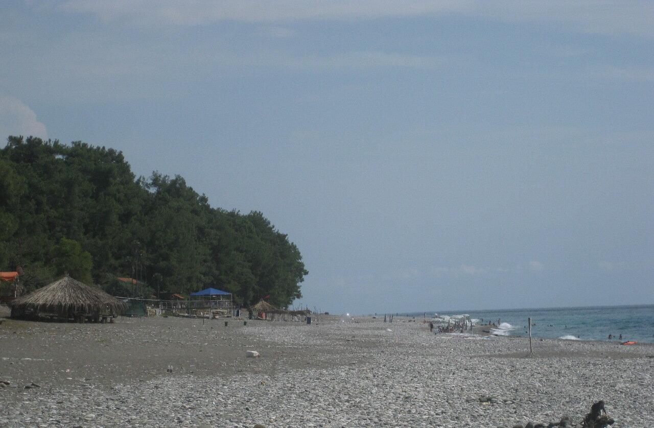 Городской пляж в пицунде фото