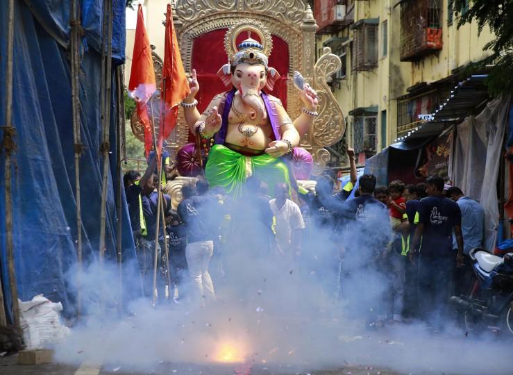 В Индии празднуют День рождения Ганеша 0 1454c1 7c6a6104 orig