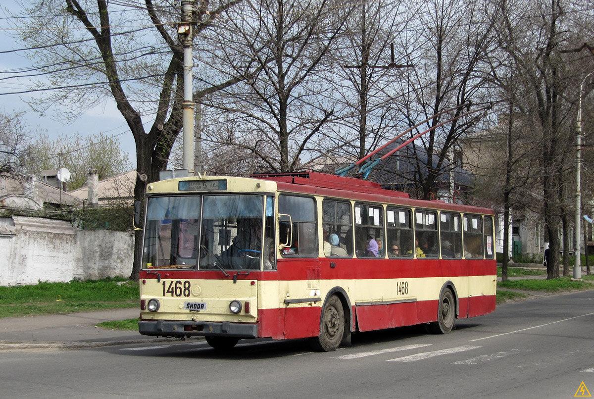 В Мариуполе пенсионер ездил с автоматом в общественном транспорте