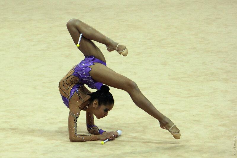 У гимнасток между ног крупным планом