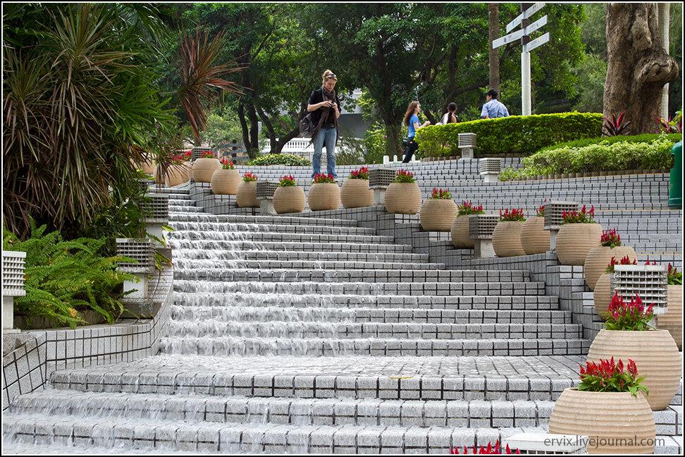 Лестница водопад в центральном парке гонконга