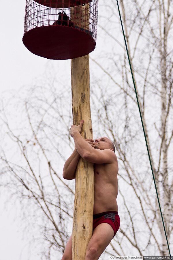 Взятие масленичного столба | Масленица в Саранске 17.03.2013