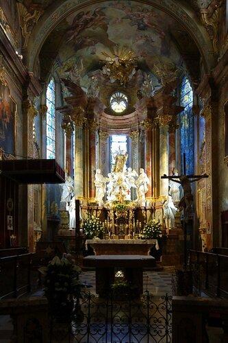 Katedrálny chrám - bazilika svätého Emeráma