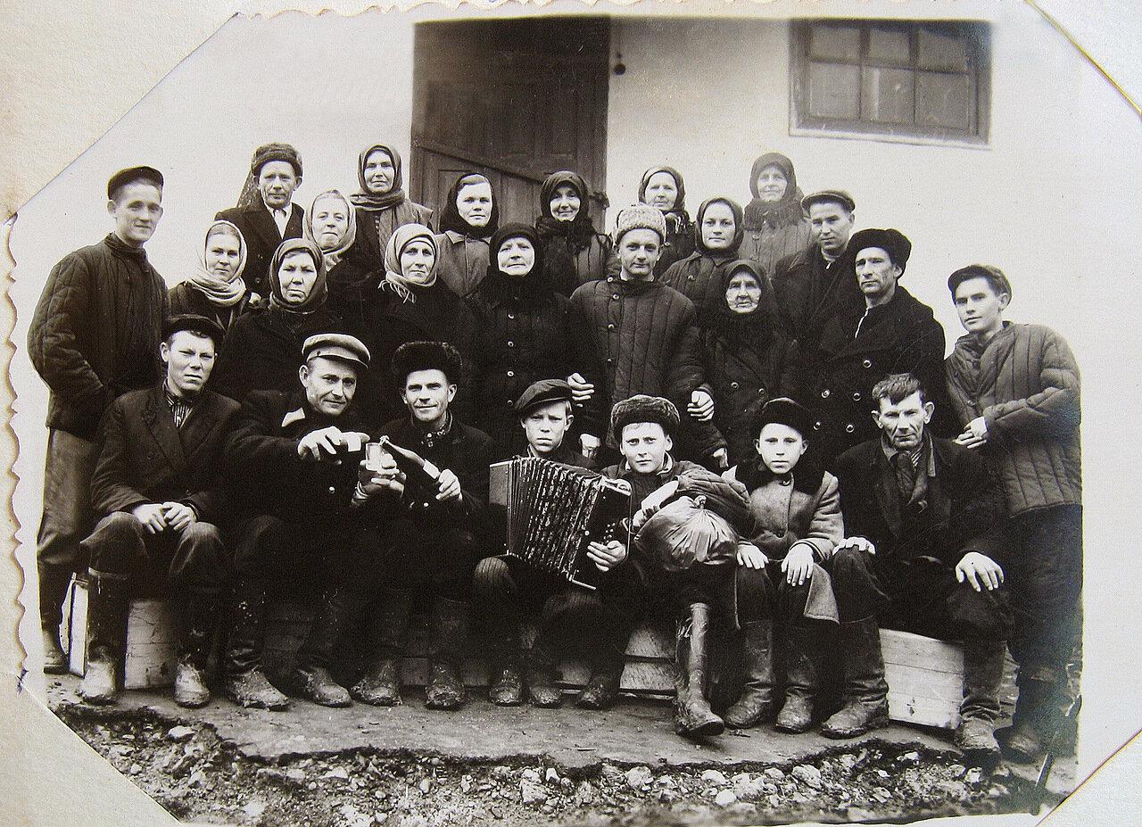 Проводы в армию. Поселок Кутаис. 1956год.