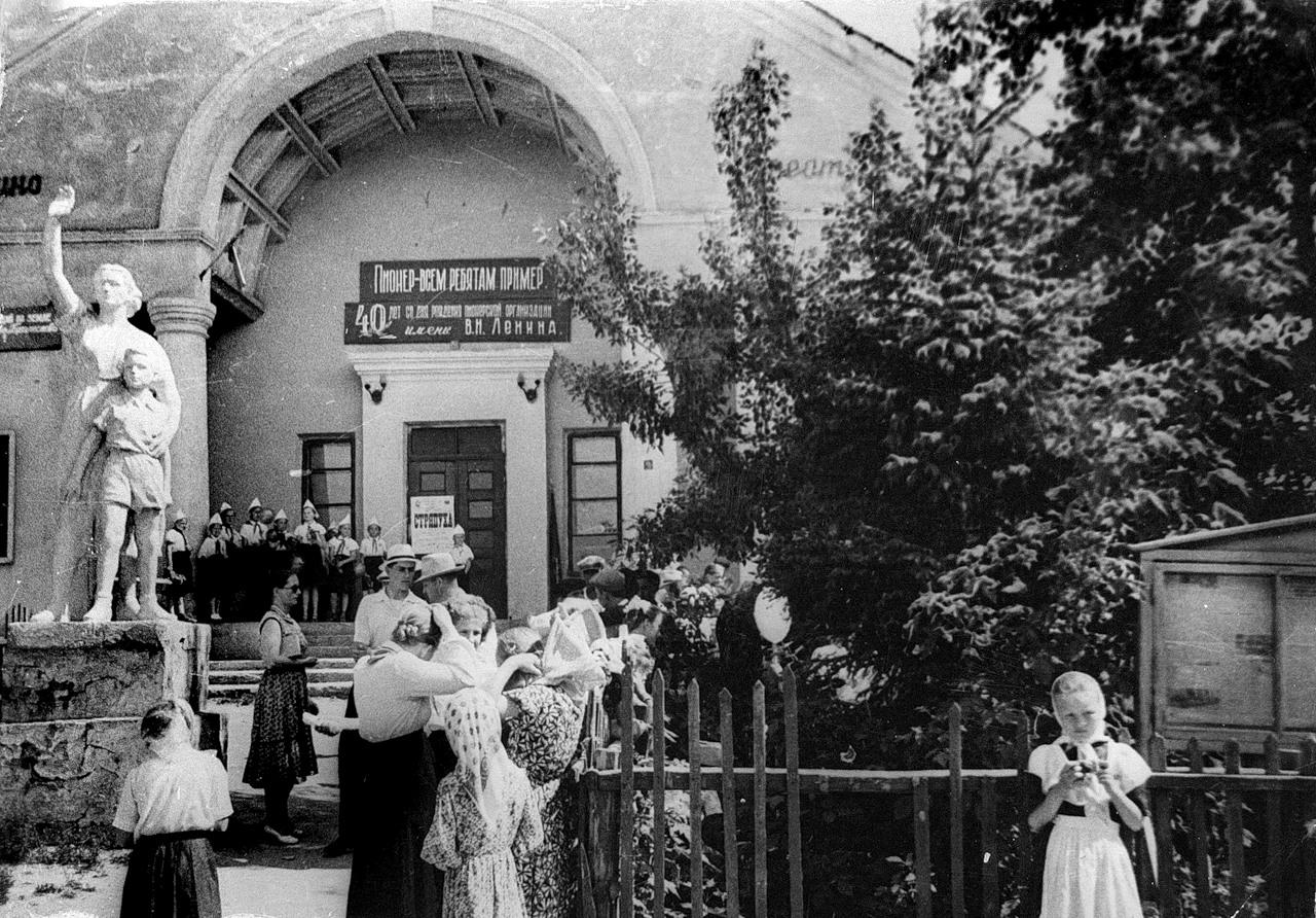 1962. Пионерский слет к 40-летию пионерской организации. Кинотеатр Мир.