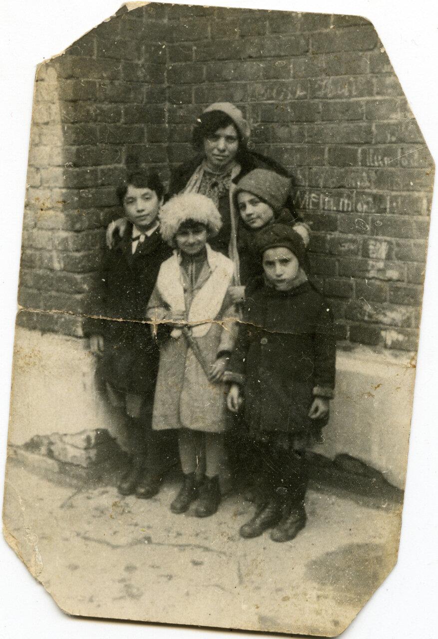 1935. Угол Уланского и Даева, во дворе