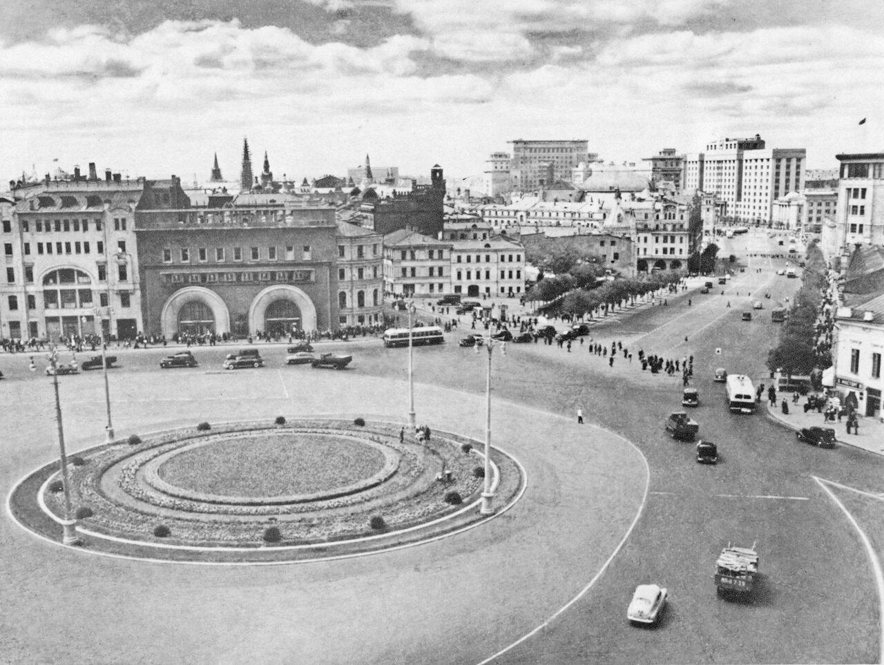 8. Площадь Дзержинского.