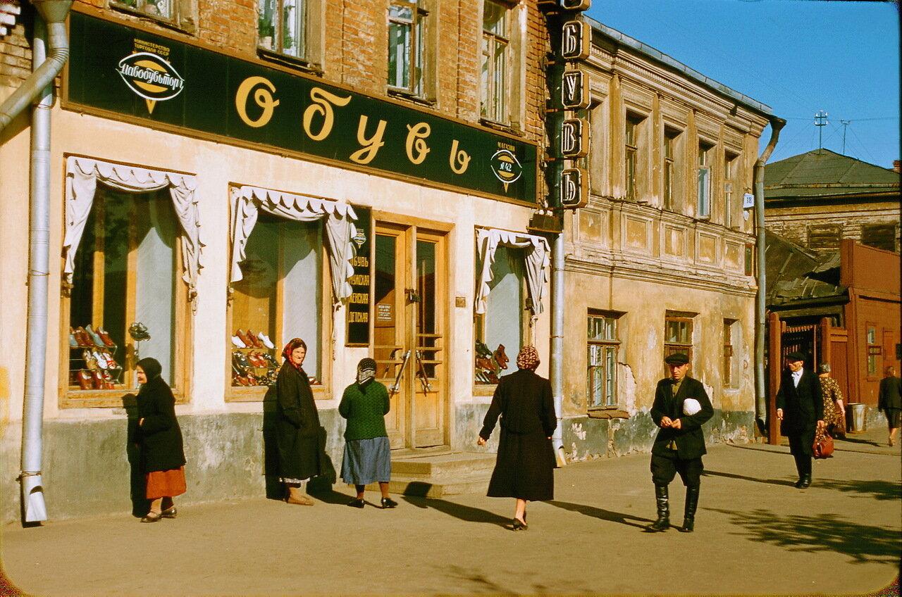 Магазинчик на дороге в Тулу