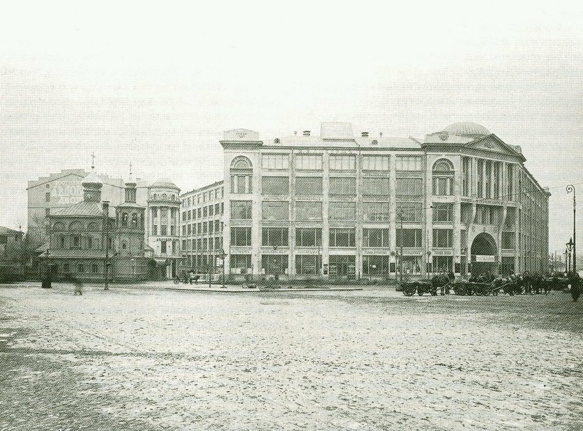 682. Здание «Делового двора» у церкви Всех Святых. Вид с северо-запада. 1913