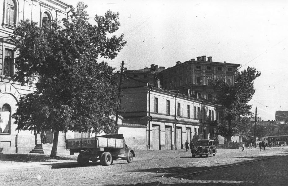 1946.07. Улица Владимирская, впереди площадь Богдана Хмельницкого (теперь Софийская площадь)