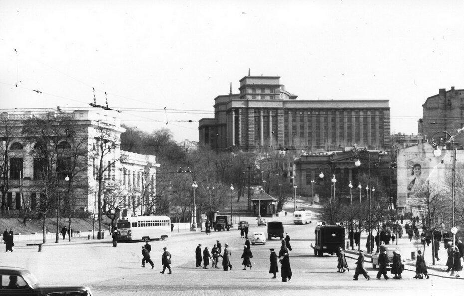 1955.04.15. Начало улицы Кирова (ныне улица Грушевского)