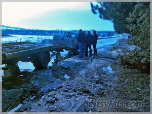 Автомобиль «дорожников» снёс дерево в Бельцах