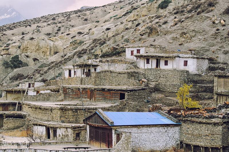 каменные домики в Марпе, Непал