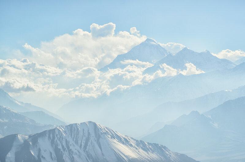 горы в туманной дымке и облаках, снег, гималаи, непал