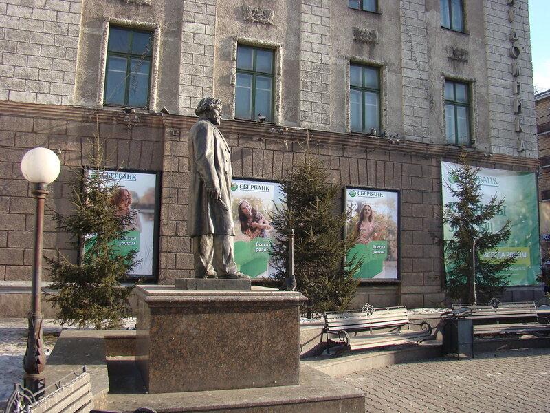 Памятник В. И. Сурикову в Красноярске