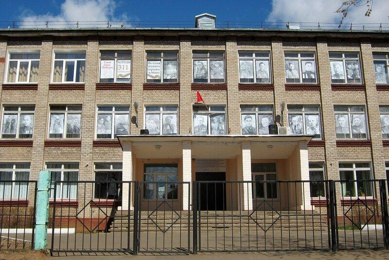 Лица войны в окнах 58 школы